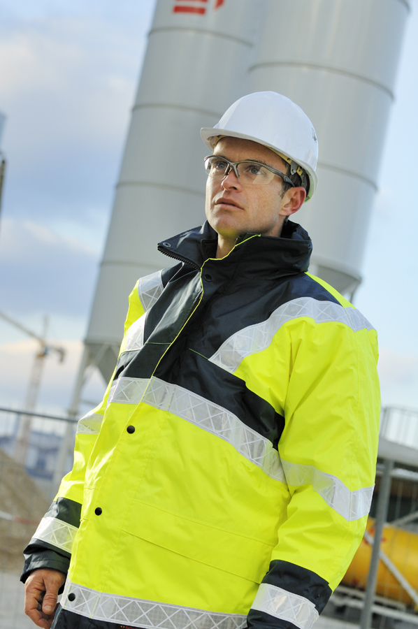 reportage-personnage-chantier-industrie