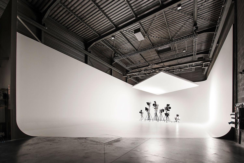 studios_grand_sud_cyclo_immense