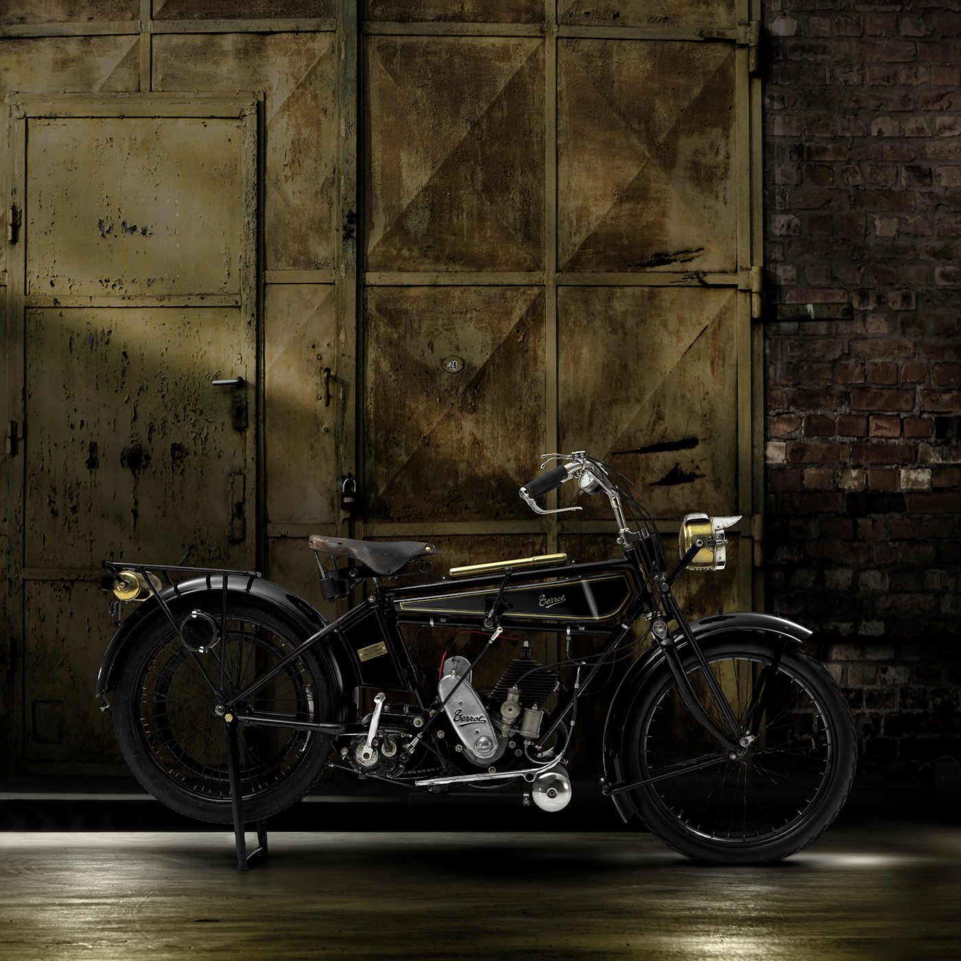 vintage-moto-terrot-decor-vieille-porte